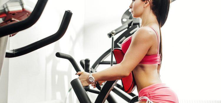 Ćwiczenia na siłowni czy we własnym mieszkaniu?