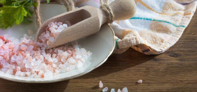 5 sposobów na zmniejszenie spożycia soli