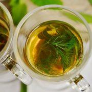 Przygotowujemy herbatę z mięty