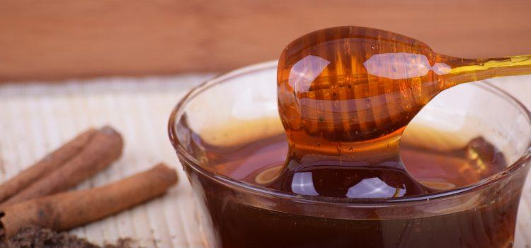 Miód naturalny z lokalnej pasieki – czy warto?