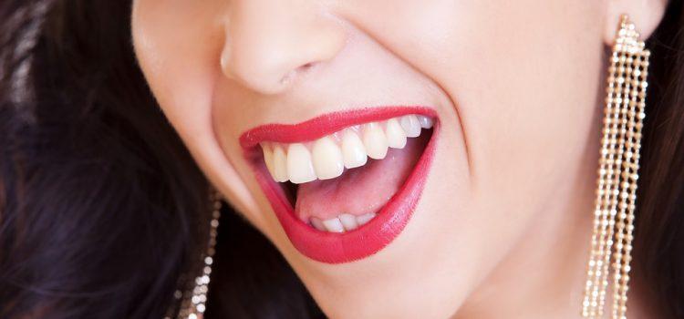 Czy można wybielić zęby produktami z naszej kuchni?